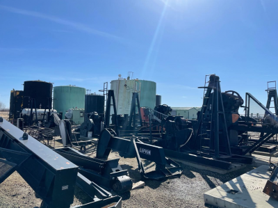 assorted brands (lufkin, zyzj, ampscot, legrand) of 114, 228 and one 320 jacks, pads, weights, electric motor and arrow engines.